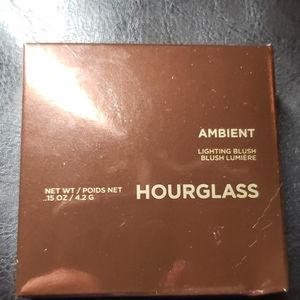 Hourglass ambiant blush in diffused heat.